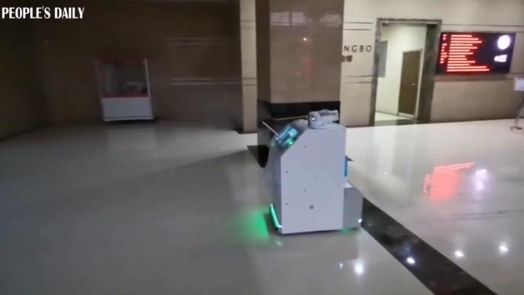 4G disinfection robot in Shanghai